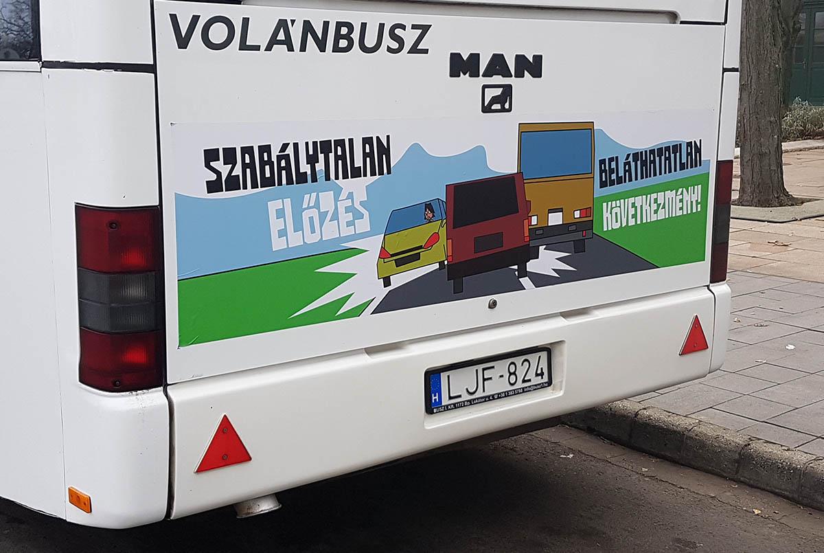 Figyelemfelhívó rajzokat helyeztek el a buszokon