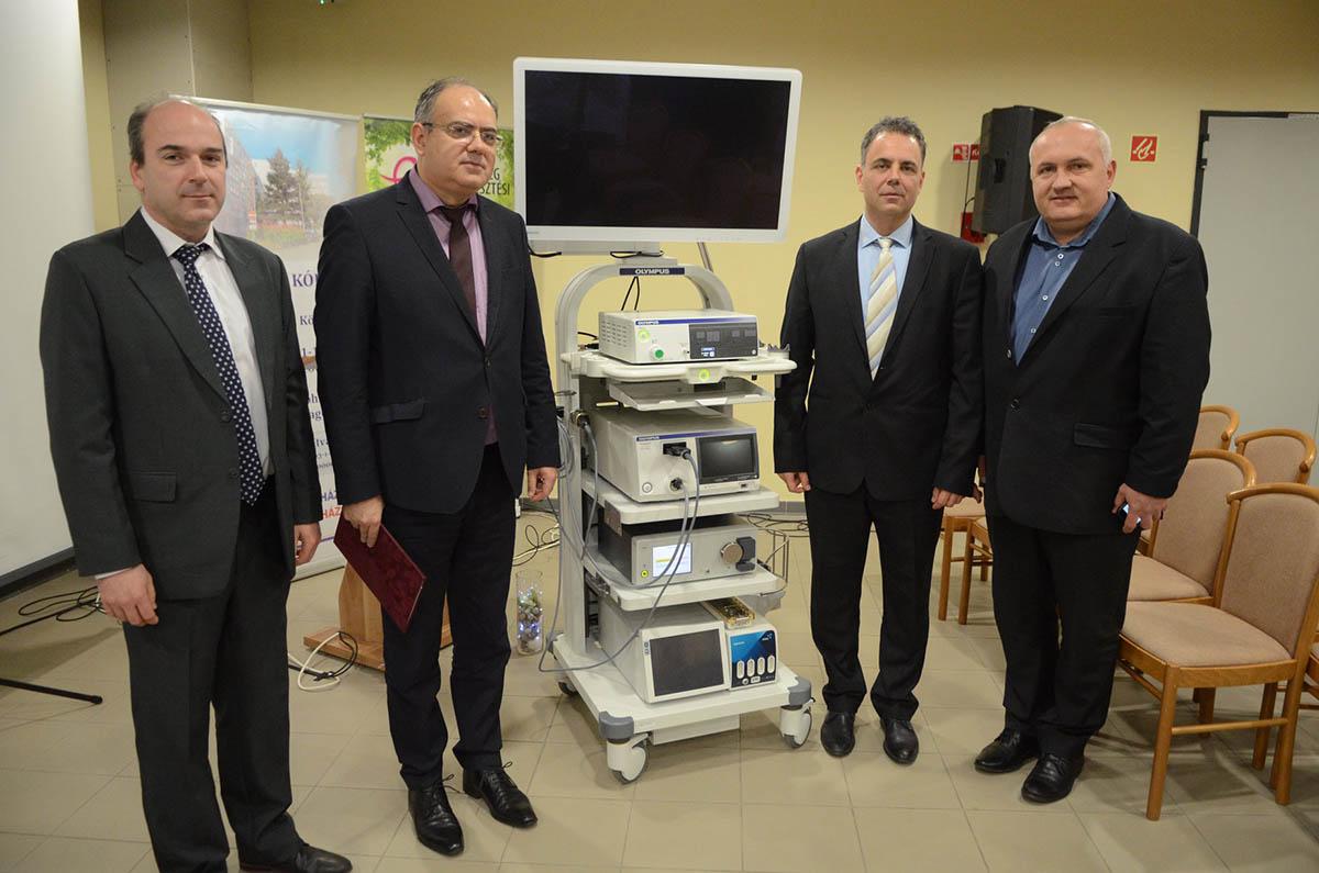 Laparoszkópos berendezést adtak át az Orosházi Kórházban