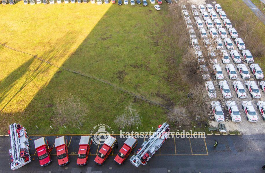 Több új gépjárművet kaptak a tűzoltóságok, mentőcsapatok