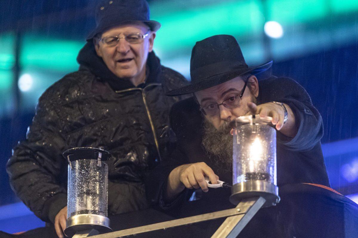 Meggyújtották a hanuka első gyertyáját a Nyugati téren