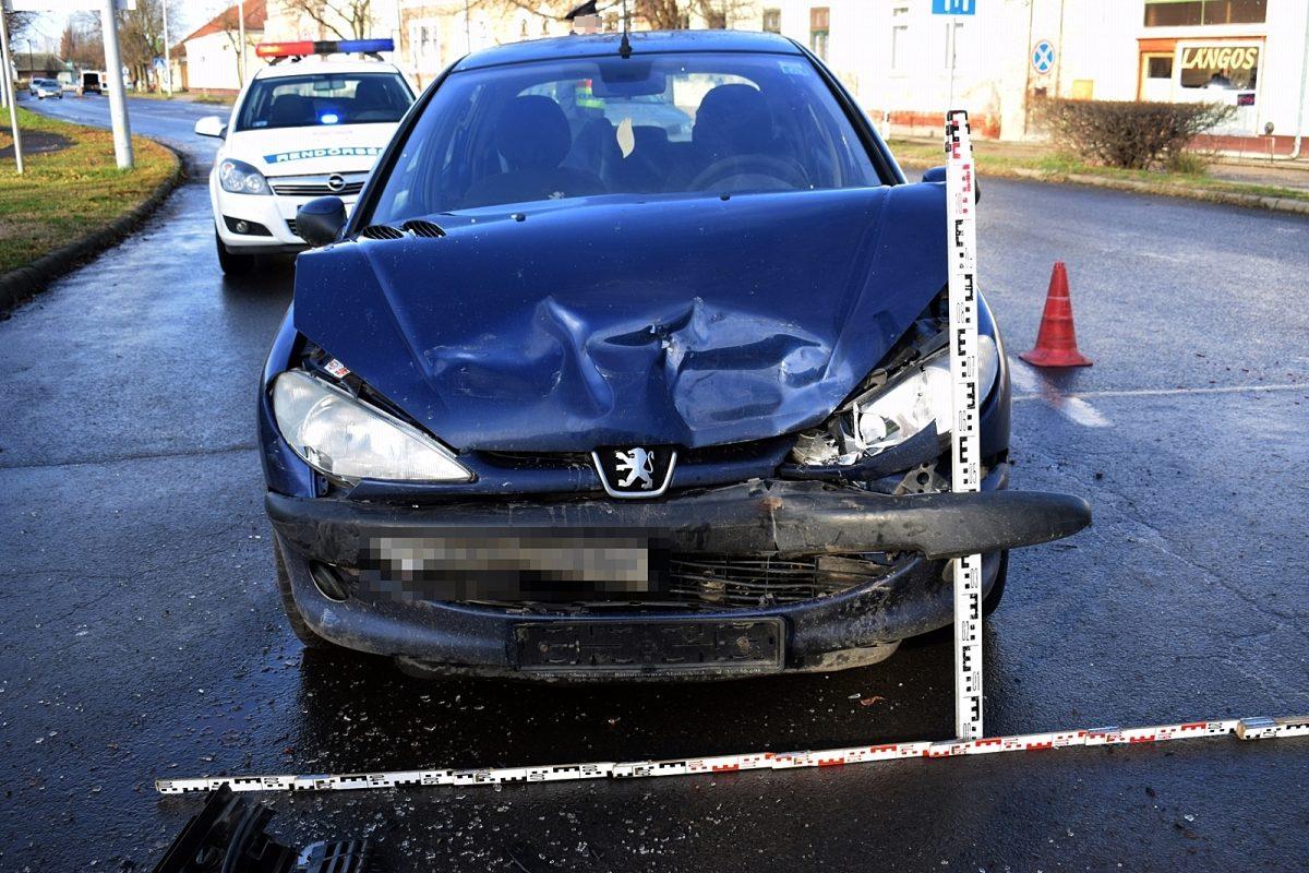 Közlekedési baleset történt tegnap Békésen és Pusztaföldváron