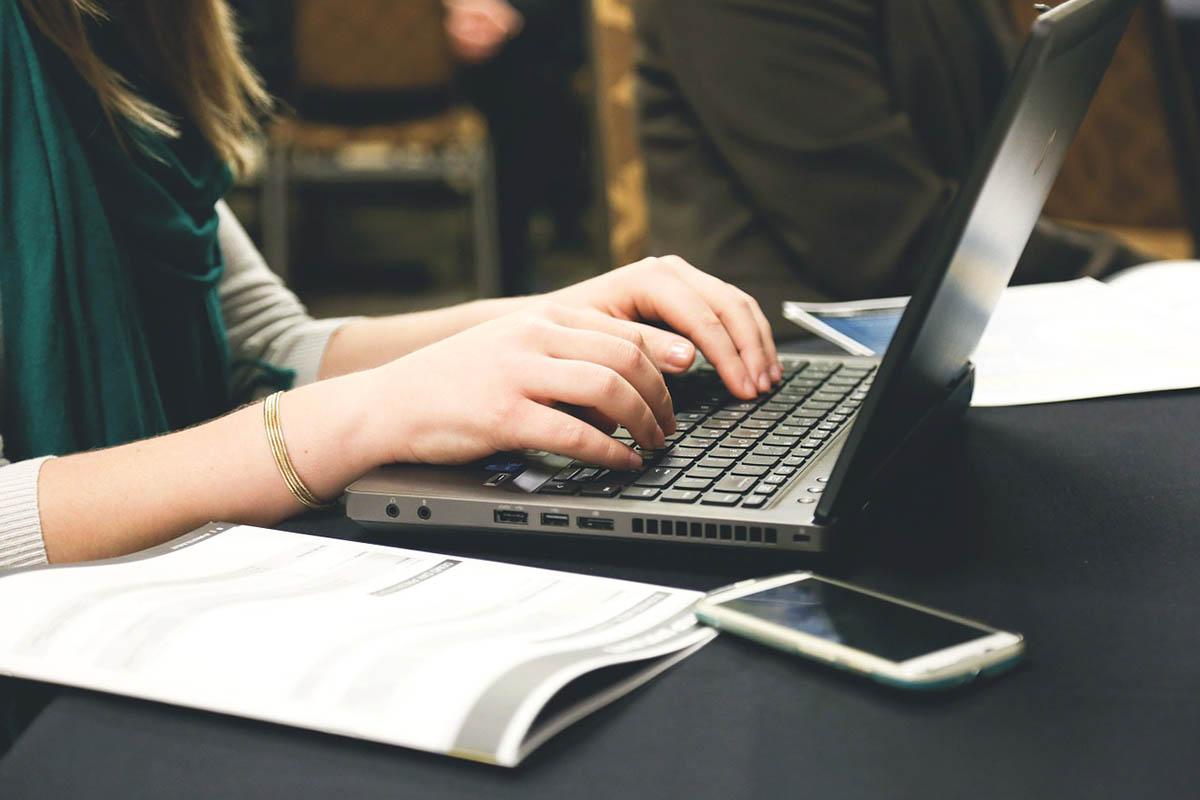 Fel kell készíteni a gyerekeket a biztonságos internetezésre a szakértők szerint