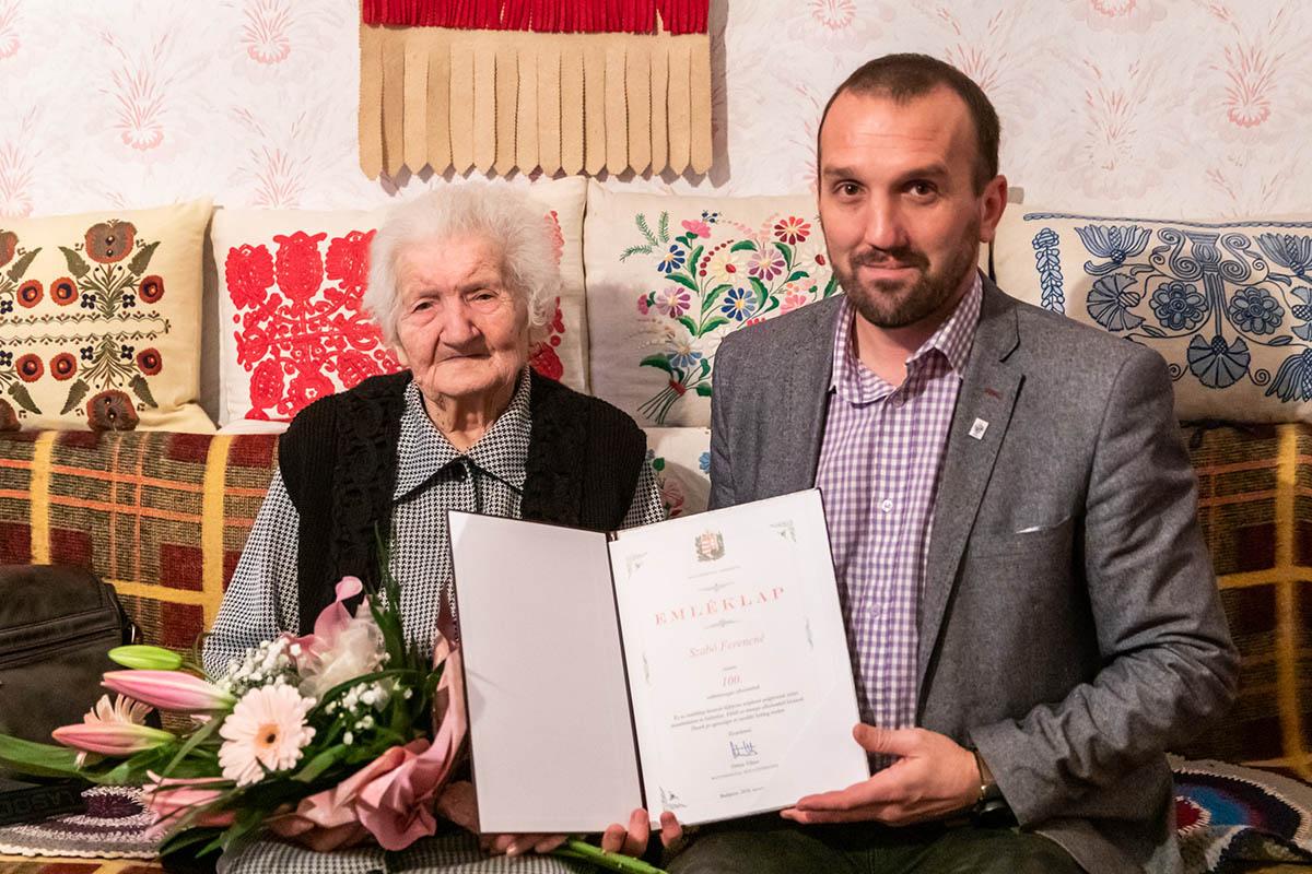 100 éves hölgyet köszöntöttek Békésen