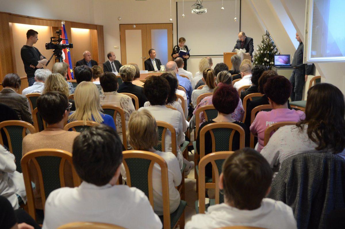 Köszöntötték az Orosházi Korházban több évtizede dolgozókat