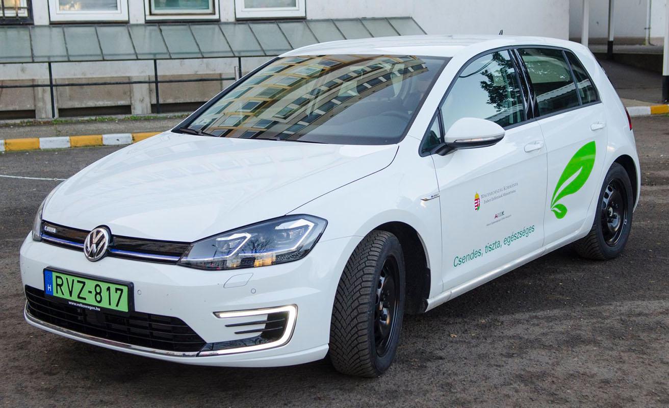 Elektromos autó segíti a kórházi munkát