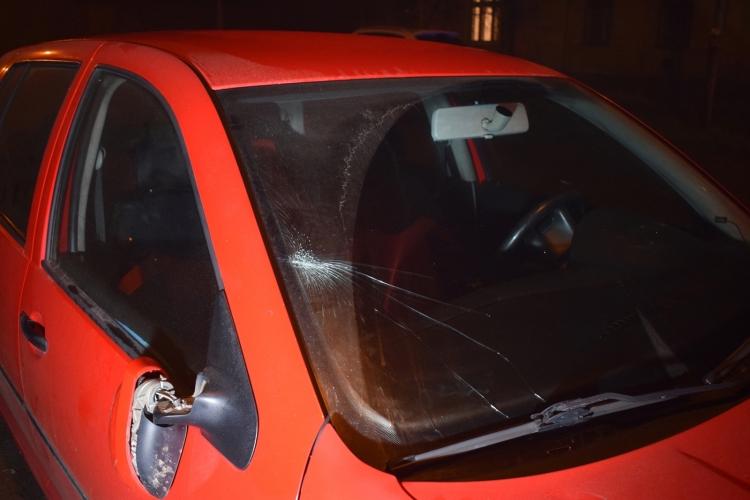 Álló autó takarásából az úttestre lépő gyalogost ütött el egy személygépkocsi