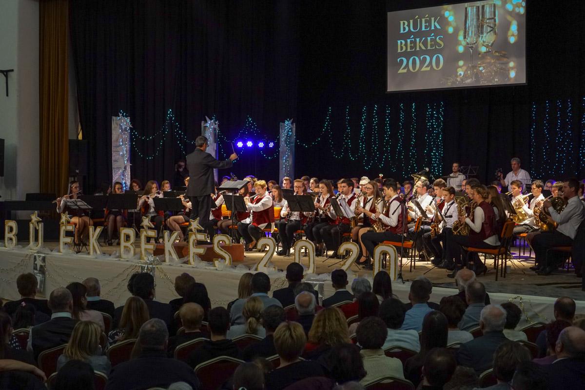 Teltházas siker volt a 15. újévi koncert Békésen