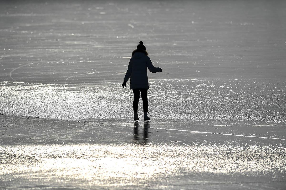 Befagyott tavak: 150 ezres bírság is járhat korcsolyázásért