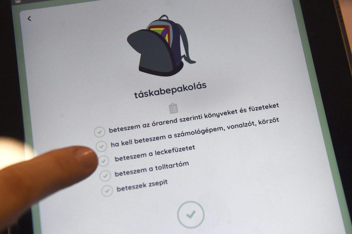 Autisták életét segítő applikációt mutattak be Budapesten