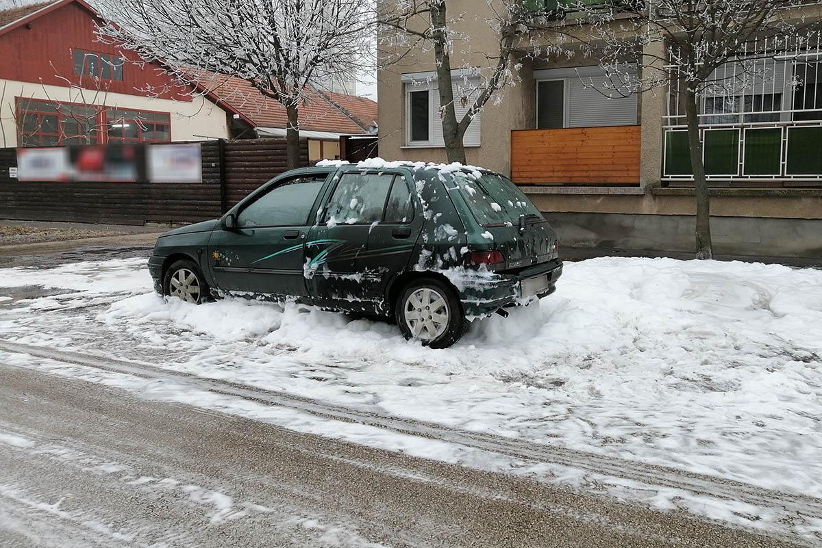 Kigyulladt egy autó Békéscsabán