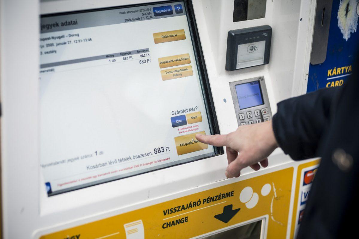 Megtriplázza a jegykiadó automaták számát a MÁV-START