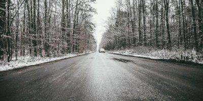 téli, csúszós út, ónos eső, közlekedés