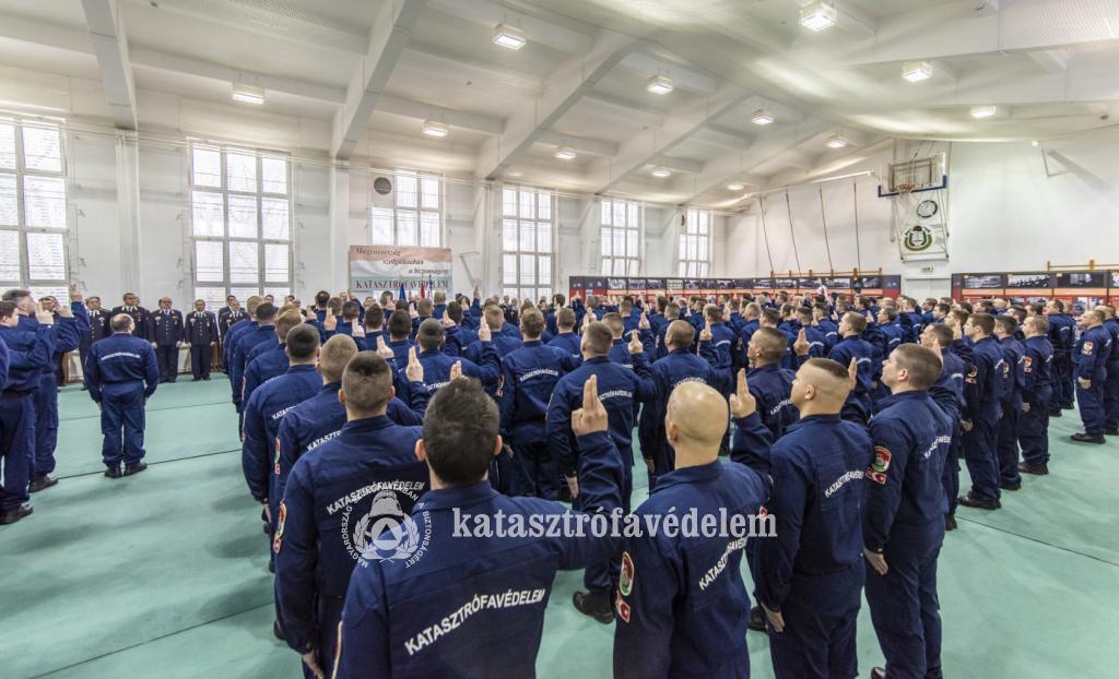 Esküt tett 122 újonc tűzoltó és 17 leendő tiszt
