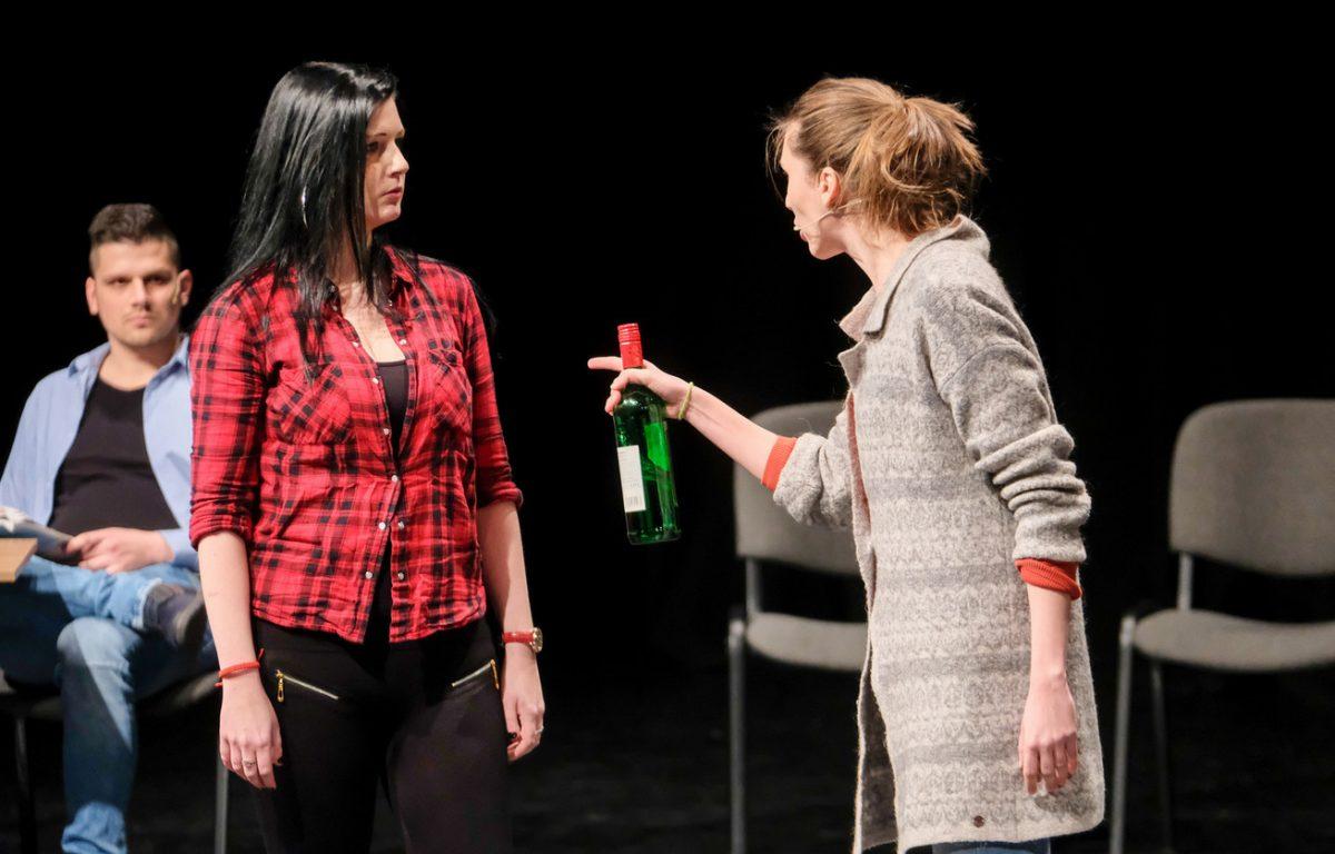 Színházi előadással segítenek a fiatalok problémáit megoldani