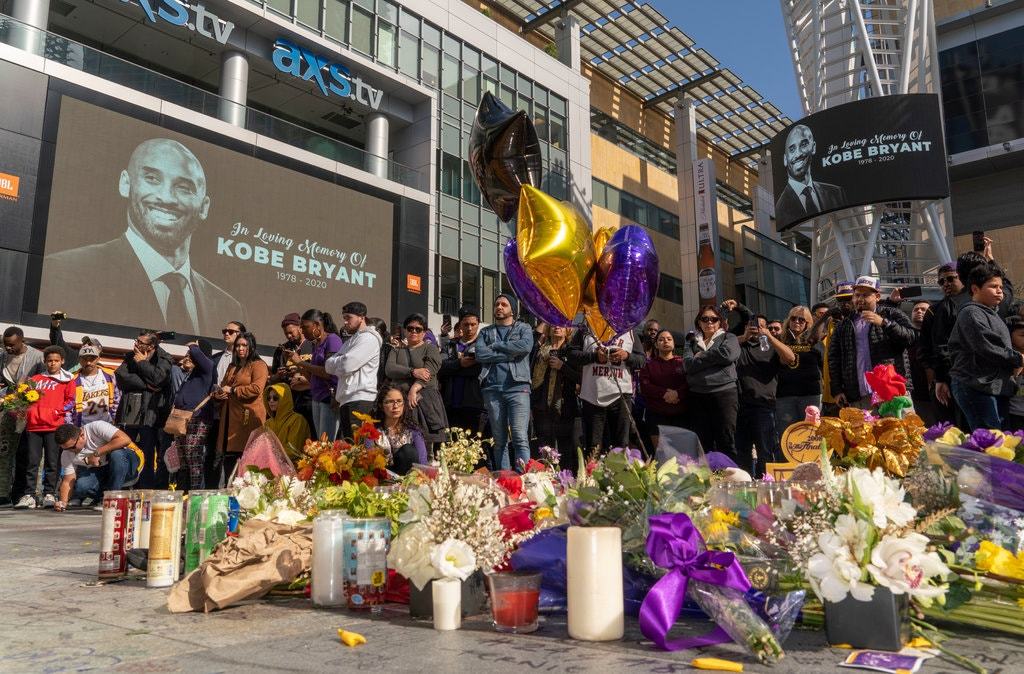 Los Angelesben több tízezer ember részvételével tisztelegtek Kobe Bryant emléke előtt