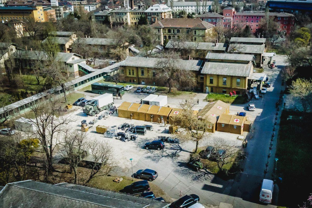 Tábori kórházat állítottak fel a Szent László Kórház mellett