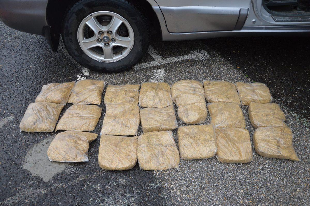 10 kilogramm fogyasztási dohányt találtak egy autóban Gyula közelében
