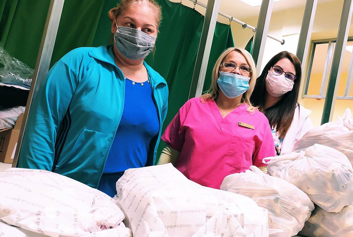 Pizzával és sütivel kedveskednek az Orosházi Kórház dolgozóinak