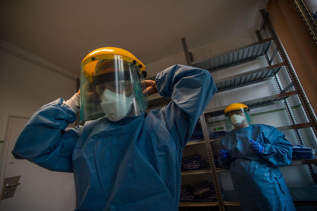 Vám- és áfamentességet kértek a szájmaszkok, a lélegeztetőgépek és egyéb védőfelszerelések behozatalára