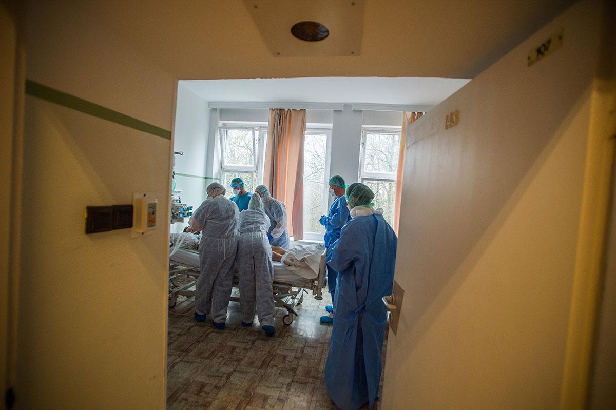 5 fővel emelkedett a beazonosított fertőzöttek száma, nincs újabb elhunyt