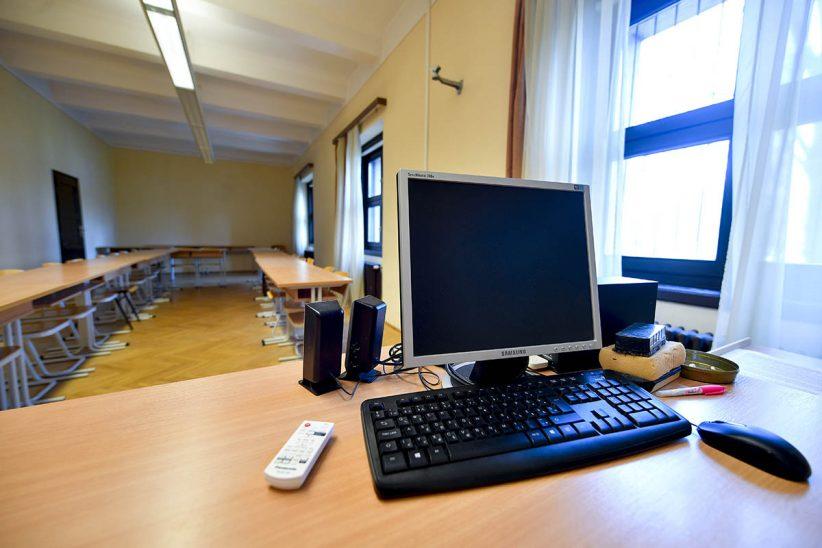 felnőttképzésben, egyetem, digitális oktatás, online