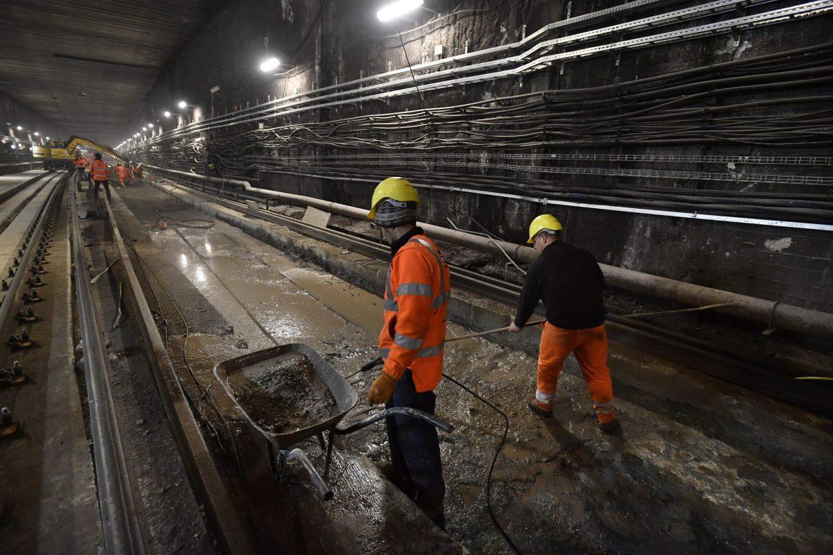 Metrófelújítás – Hétfőtől lezárják az Arany János utca és a Ferenciek tere állomást