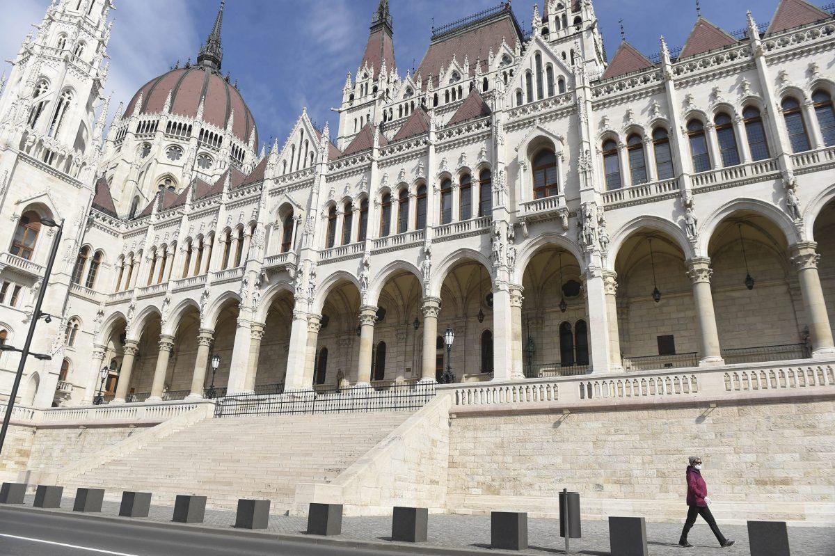 Több uniós ország aggodalmát fejezte ki a koronavírus elleni védekezésről szóló magyar törvény miatt