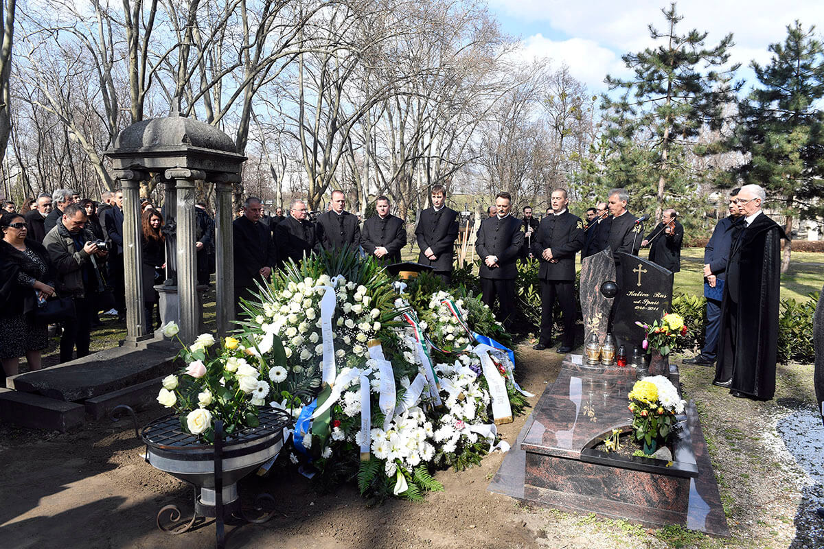 Végső búcsút vettek Szentandrássy István festőművésztől a Fiumei úti sírkertben