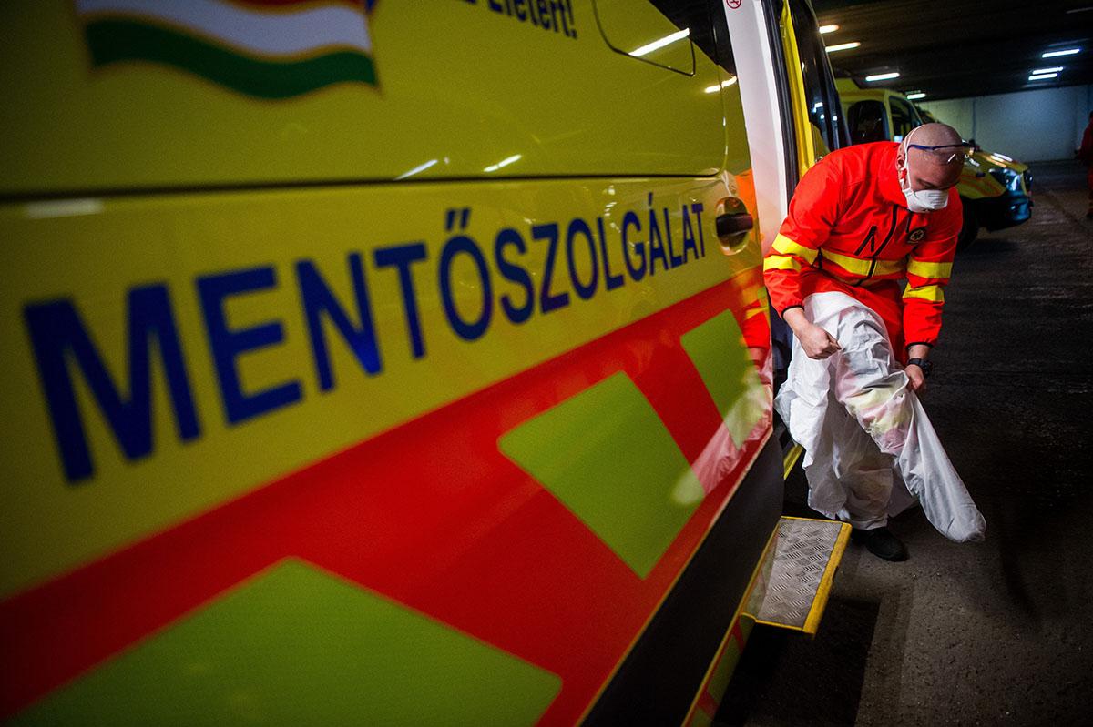 Több mint ezer fővel emelkedett a beazonosított fertőzöttek száma egy nap alatt