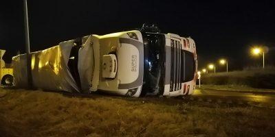 oldalára borult kamion, baleset Békéscsabán