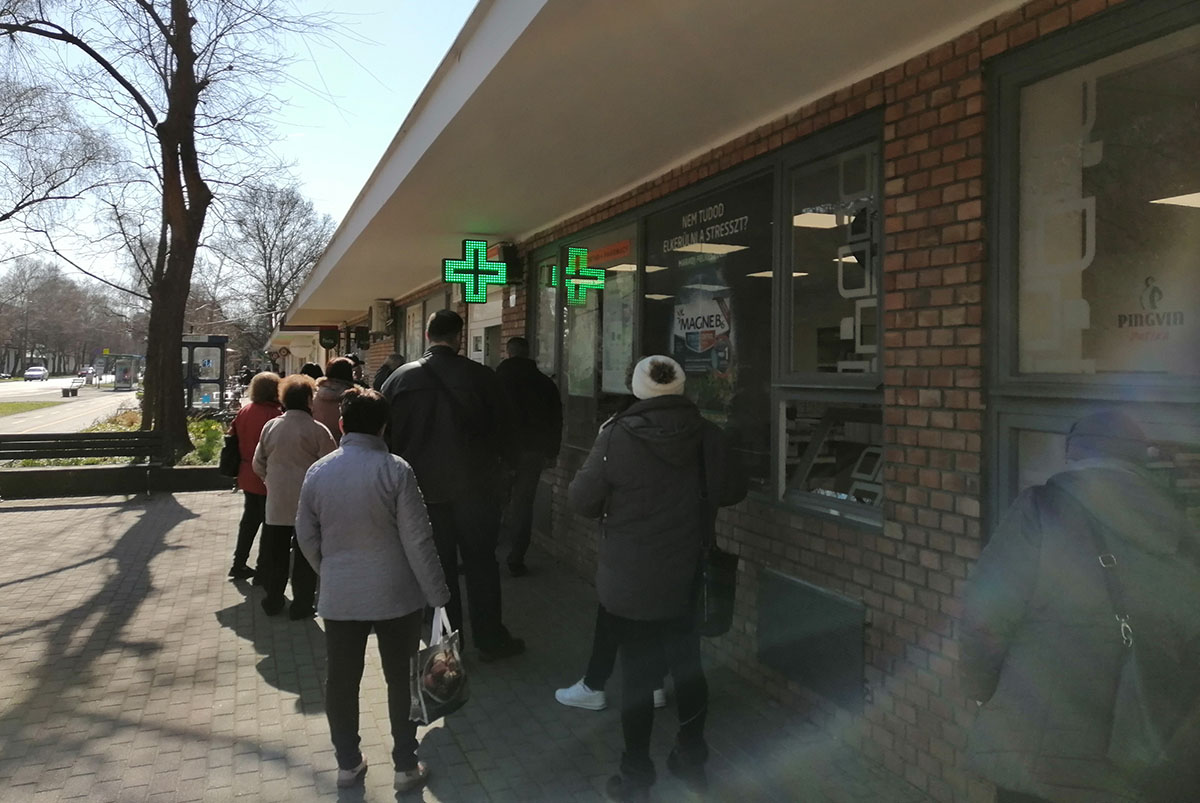 Nem lehetnek nyitva a boltok ma délután 3 órától, kivétel például az élelmiszerüzlet és patika