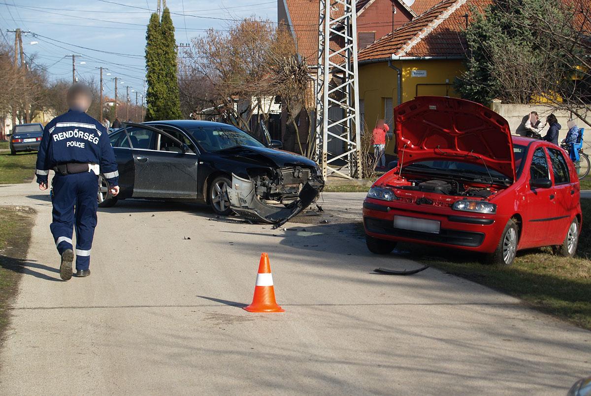 Összeütközött két gépkocsi Békéscsabán