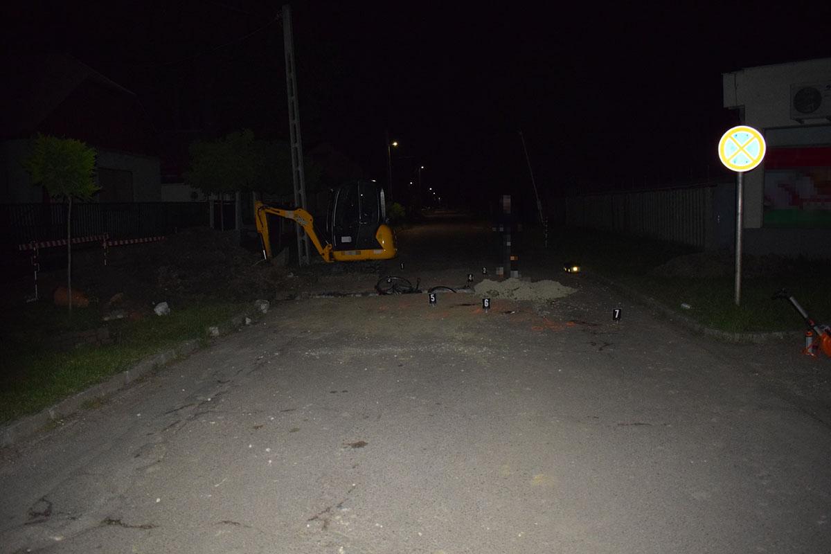 Munkagödörbe esett egy kerékpáros Szarvason
