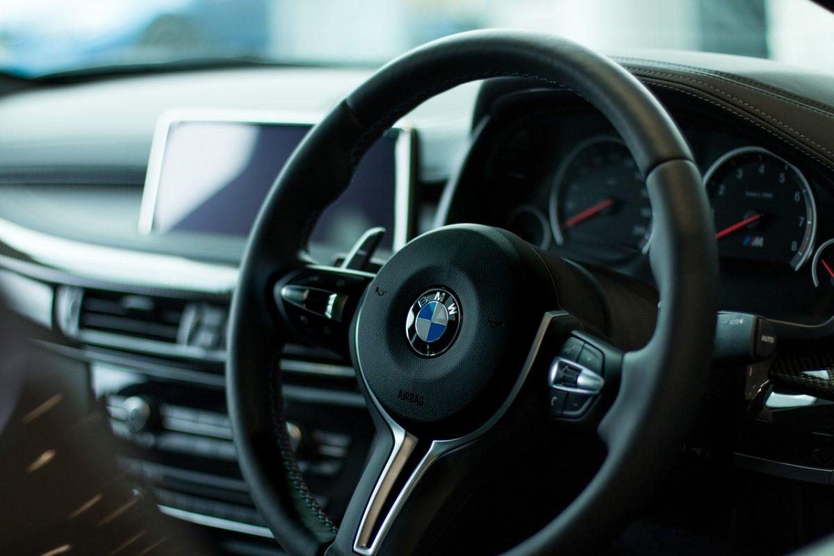 A BMW is felfüggeszti a termelést Európában
