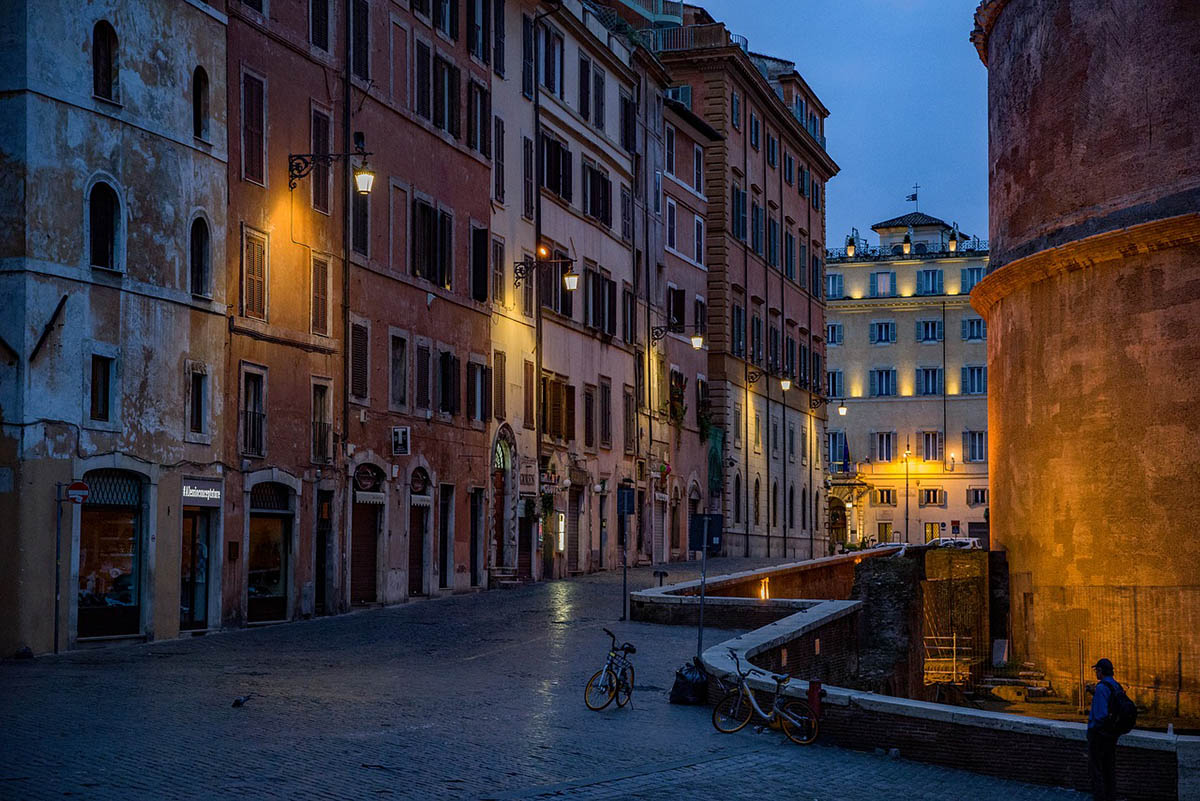 """Róma belvárosából eltűntek a turisták, a stadionokban """"néma"""" meccsekre készülnek"""