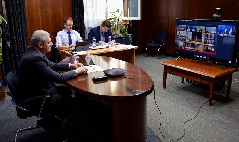 Járványügyi kérdésekről egyeztettek a védelmi miniszterek