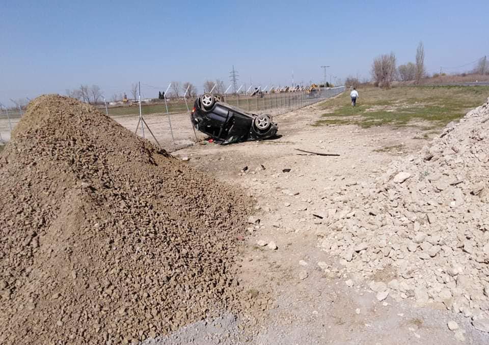 Lesodródott az útról, majd felborult egy autó Gyula és Kétegyháza között