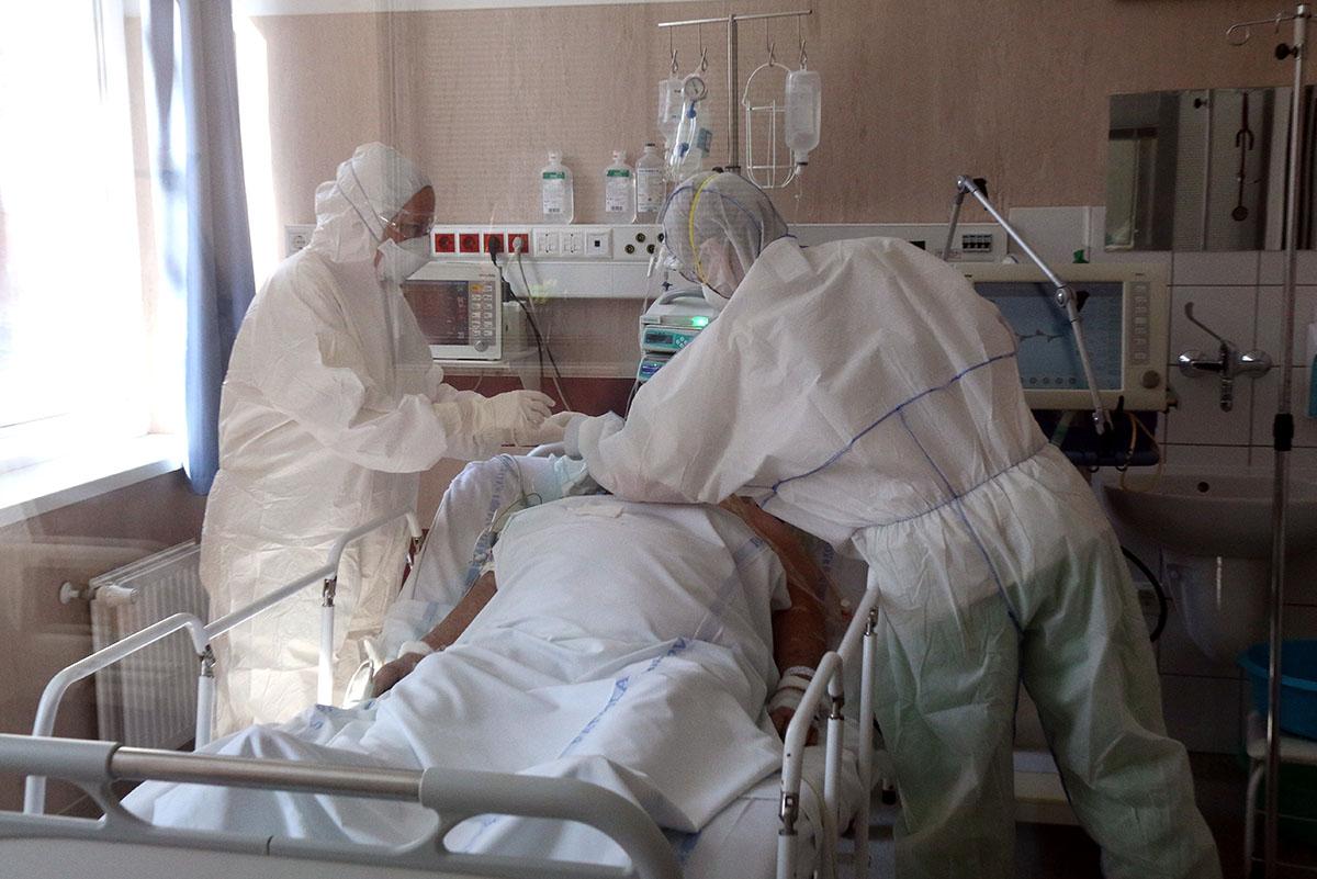 24 fővel emelkedett a beazonosított fertőzöttek száma, elhunyt két idős, krónikus beteg