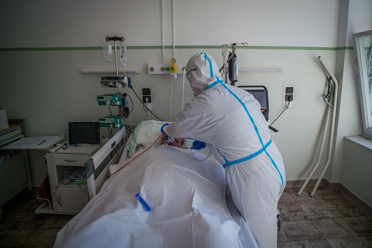 3263 főre nőtt a beazonosított fertőzöttek száma, 8 idős krónikus beteg hunyt el