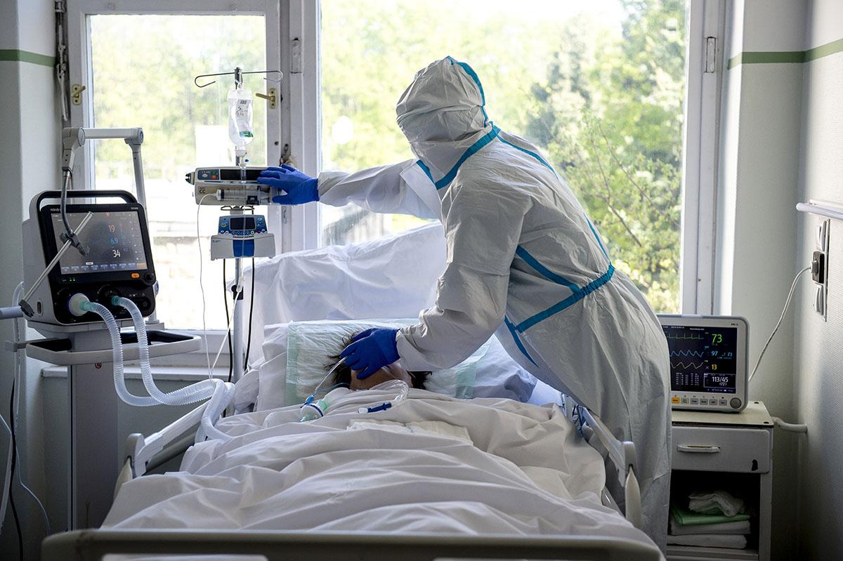 A fertőzöttek száma 10,7 millió, a halálos áldozatoké 516 ezer a világon