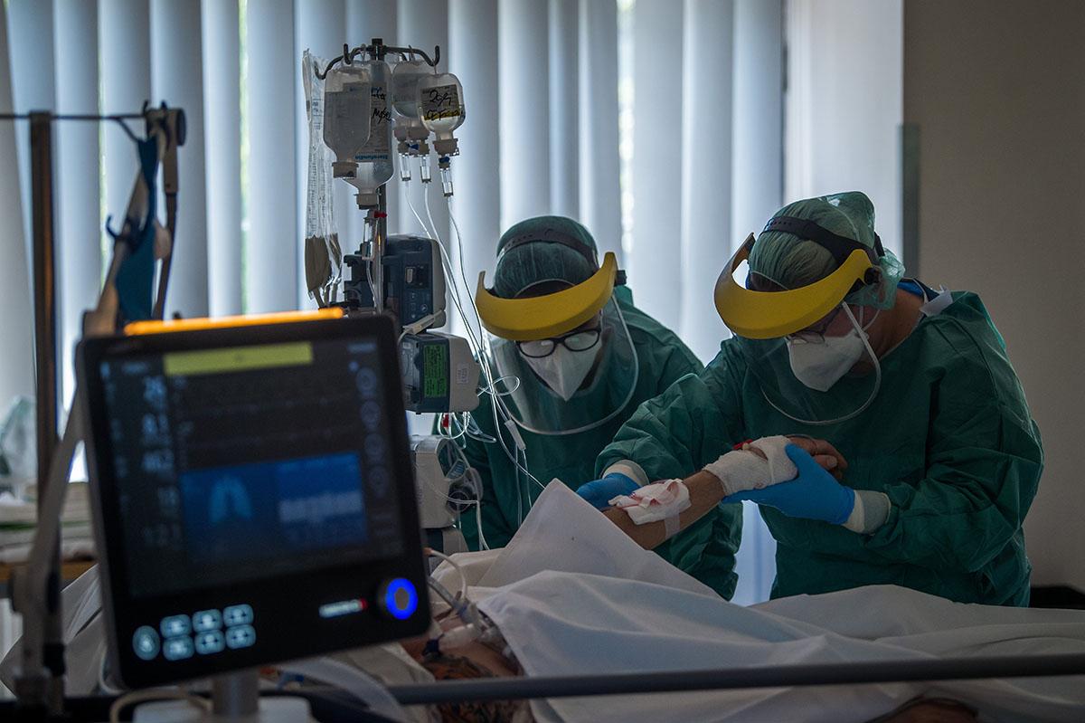 Merkely: helytálltak az egészségügyi dolgozók
