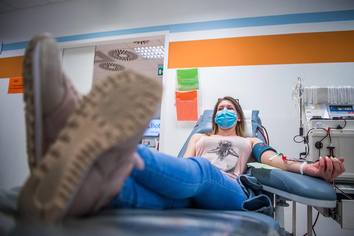 Romániában is megkezdték a vérplazmavételt, a járvány terjedése tovább lassult