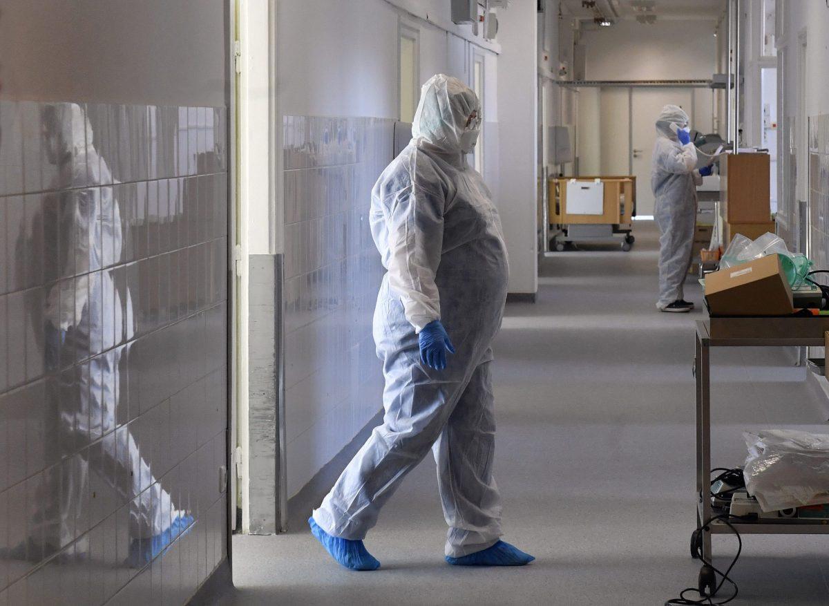 Virológus: valószínűleg széklettel is képes fertőzni a vírus