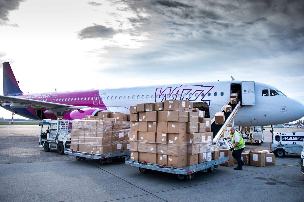 Szijjártó: újabb egészségügyi védőeszközök érkeztek Budapestre