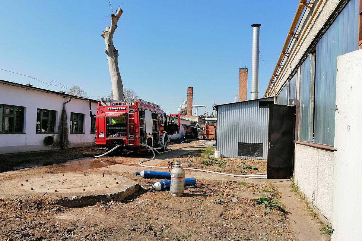 Tűz ütött ki egy volt üzem csarnokában Békéscsabán