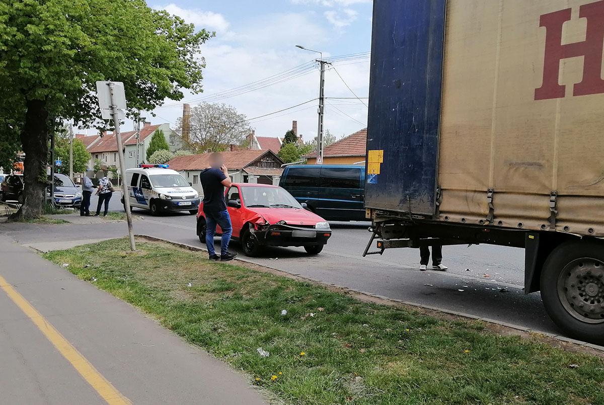 Teherautónak ütközött egy személygépkocsi Békéscsabán