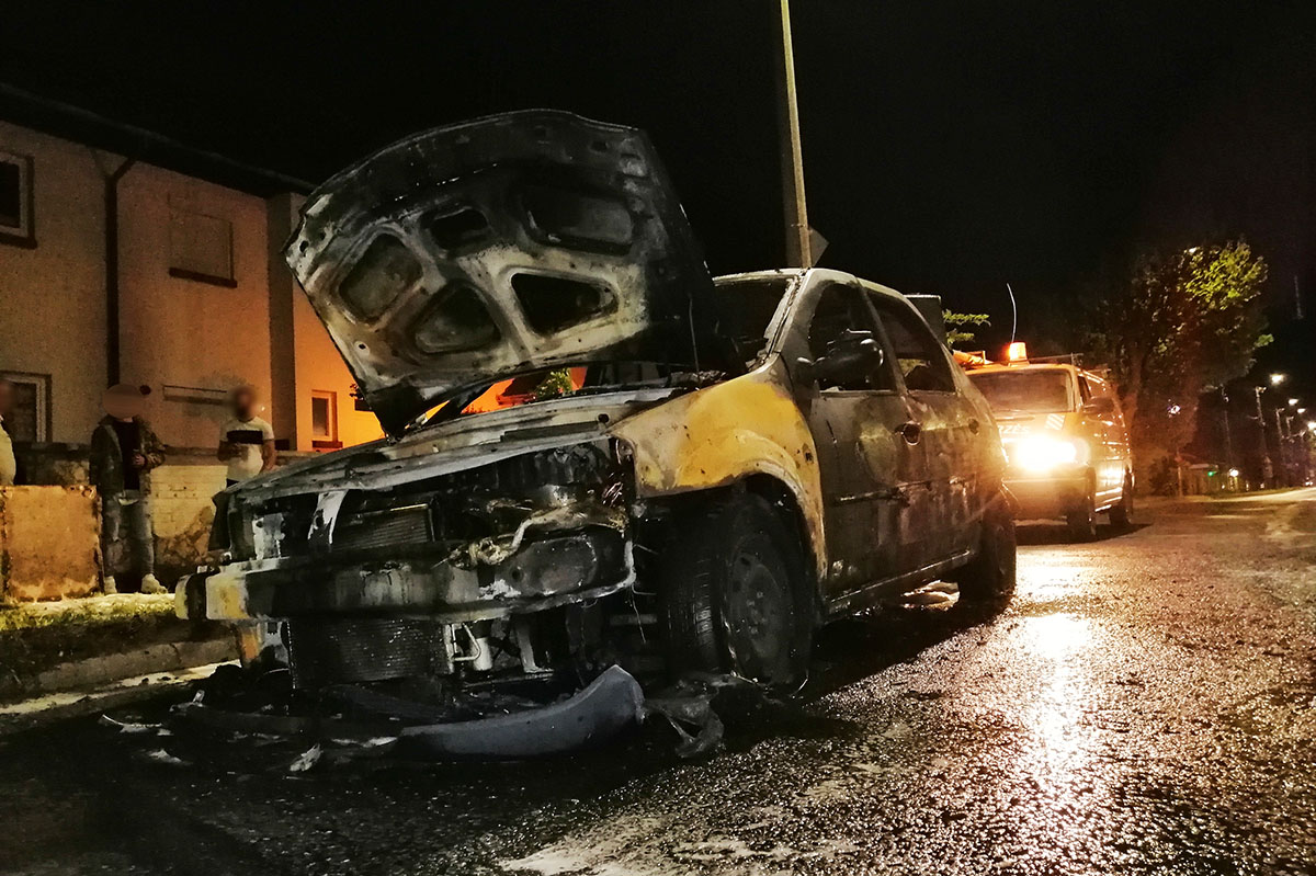 Kiégett egy személyautó Békéscsabán