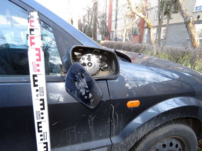 Több autót megrongált egy férfi Békéscsabán