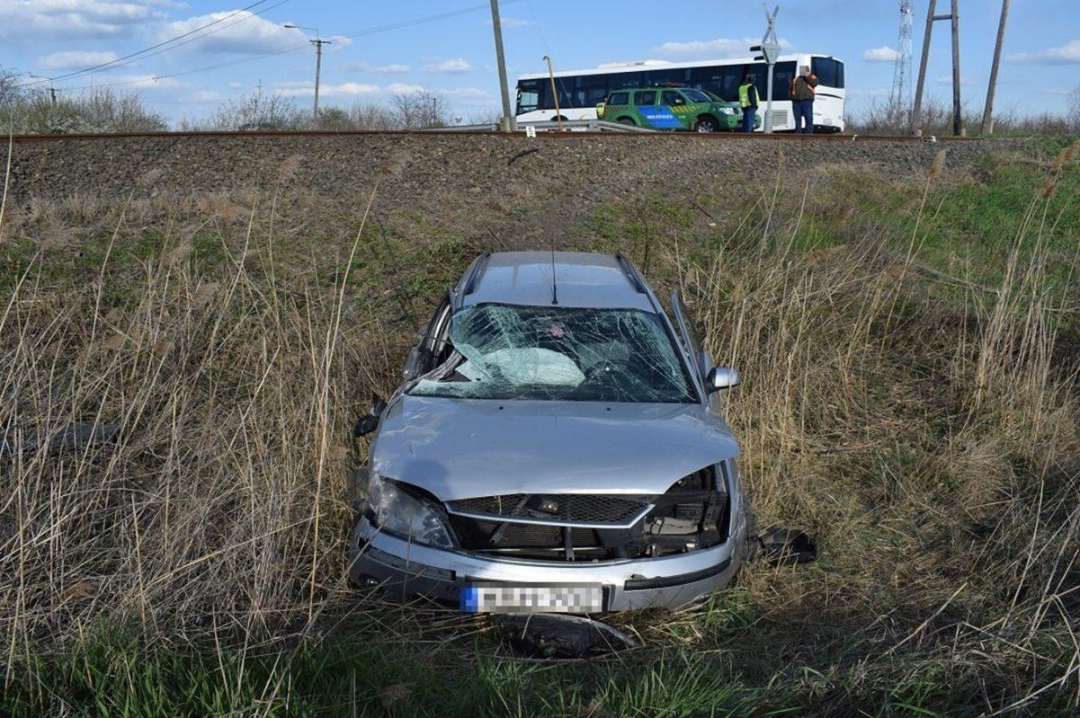 Vonattal ütközött össze egy személygépkocsi Dévaványán