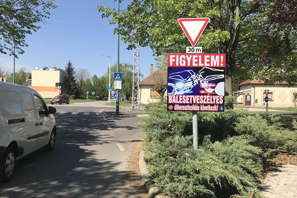 Újabb öt helyszínen helyeztek el figyelmeztető táblát Békés megyében